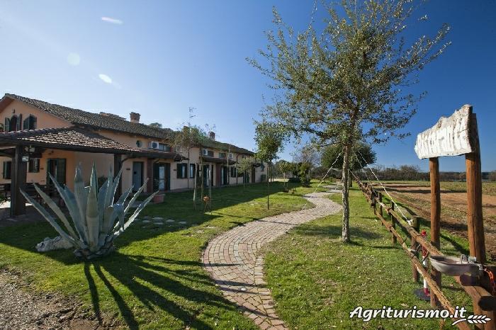 Agriturismo i quattro laghi a sabaudia latina lazio for Piani del granaio di campagna