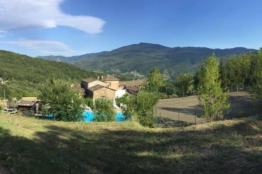 Agriturismo vadonnino antico borgo a borgo val di taro parma emilia romagna - Agriturismo piscina lombardia ...