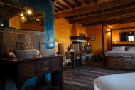Suite Superior Piccioni con vasca a vista e caminetto - Agriturismo Eco Organic Resort and Luxury Glamping Sant'Egle