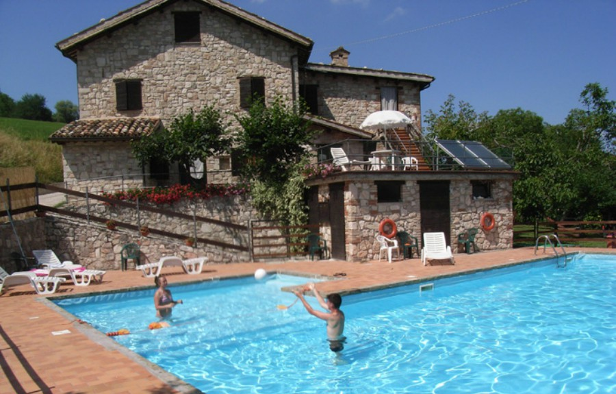 Agriturismo il tiglio a montemonaco ascoli piceno marche - Agriturismo in campania con piscina ...