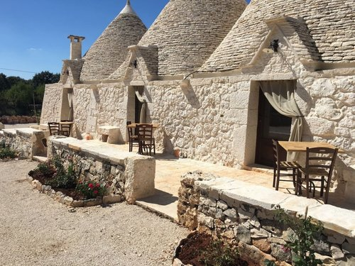 Trulli farmhouse surrounded by nature - Noci
