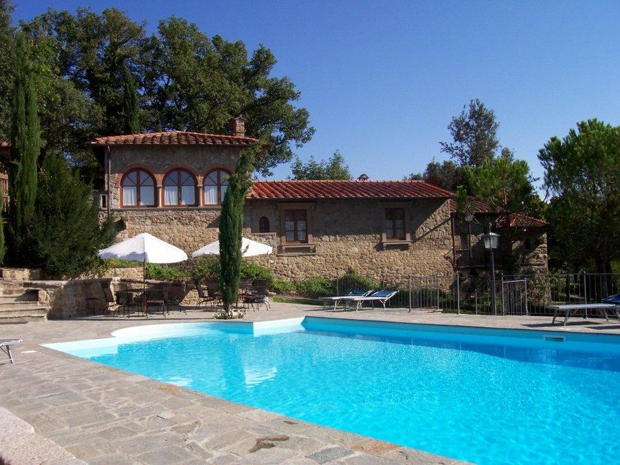 Agriturismo borgo la villa a subbiano arezzo toscana - Giardino con piscina esterna ...
