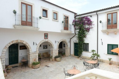 Farmhouse in Puglia between ancient olive trees, orchards and orchards - Francavilla Fontana