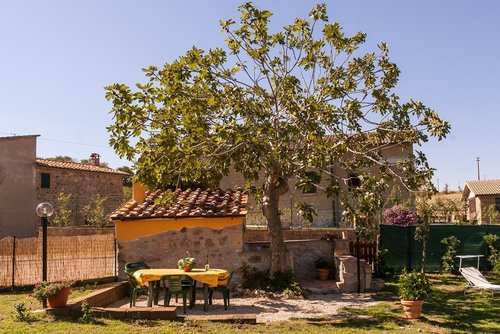 Accommodation Farmhouse near thermal baths with garden and pool