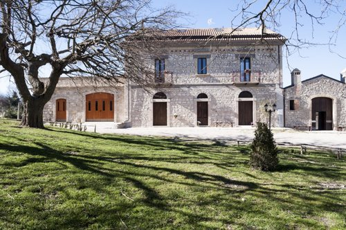 Lovely and historic manor farm in a fairytale wood - Bovino