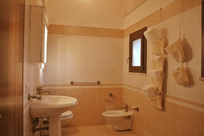 Prezzi e alloggi agriturismo masseria nuova agriturismo for Costruito in armadi per camera familiare