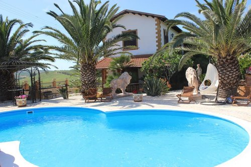 Accommodation Farmhouse with garden, swimming pool, gym, playgro
