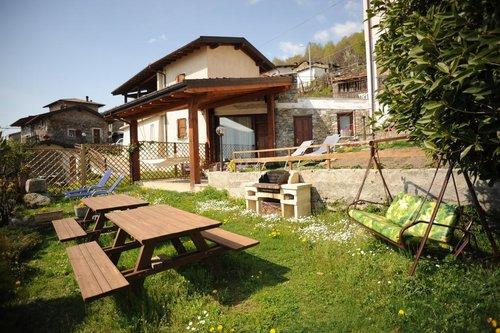 Accommodation Farmhouse overlooking Lake Como