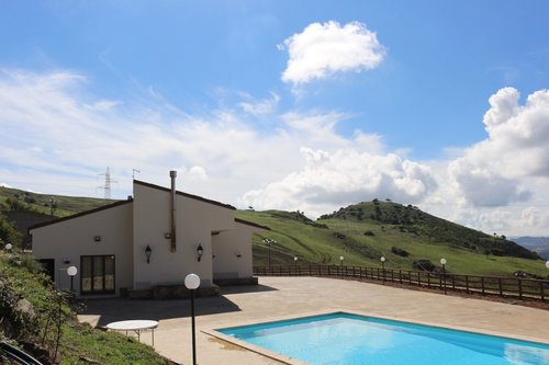 True Farmhouse with panoramic swimming pool and restaurant - Cerami