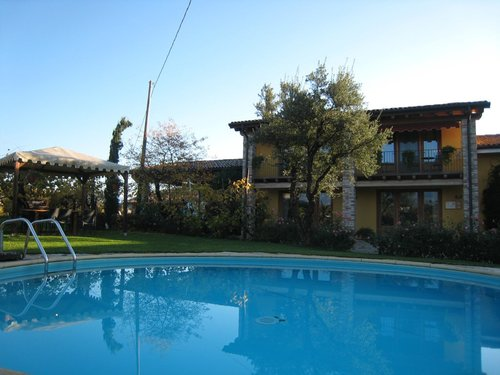 Family firm amongst vineyards with garden and pool - Valdobbiadene