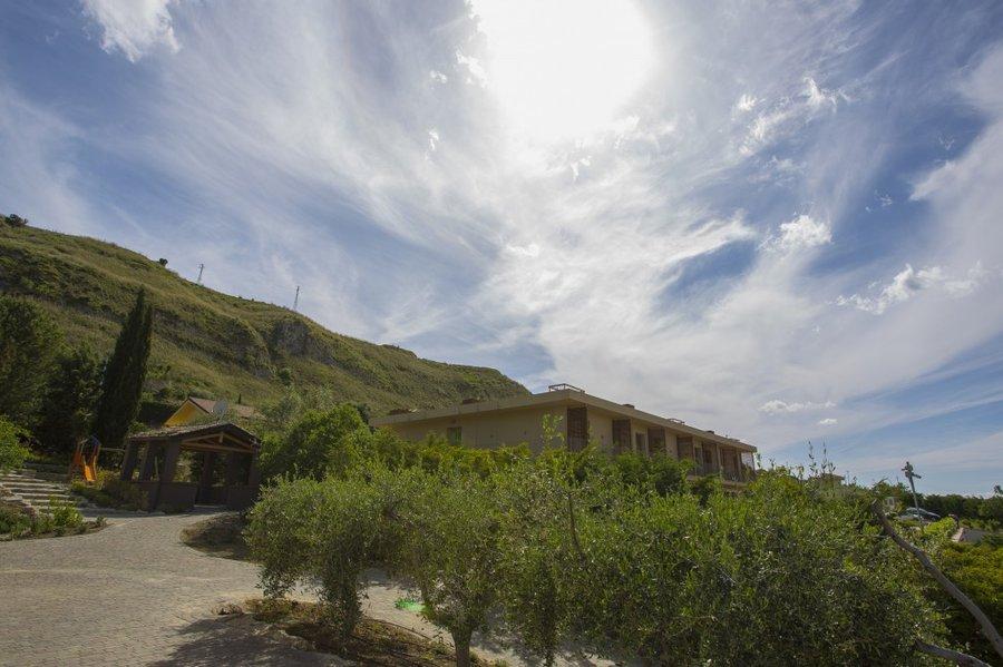 Agriturismo splendido agriturismo panoramico con piscina e ristorante a regalbuto enna sicilia - Agriturismo piscina lombardia ...