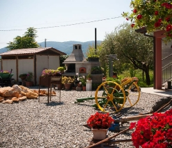 A farmhouse between the Apuan Alps and the sea - Sarzana