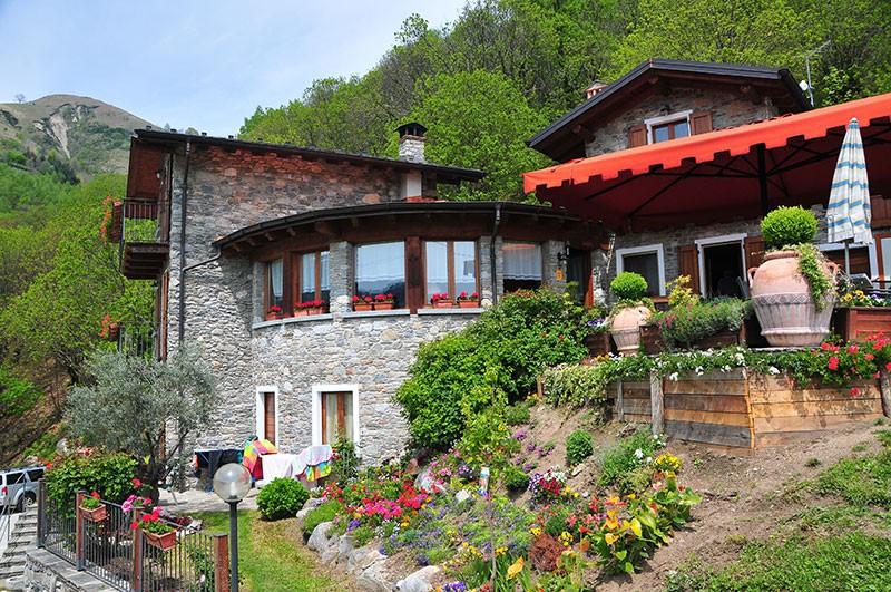 beddc68311cc Agriturismo La Fonte di Mariella Dosso del Liro - (Como) - Lombardy