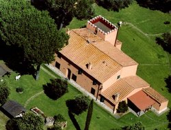 Late 19th century cottage nestled in the Tuscan countryside - Castagneto Carducci