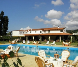 Casale 800 meters from the beach with pool and restaurant - Pizzo