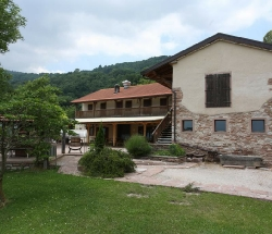 Farmhouse surrounded by greenery with lake view - Ponte nelle Alpi