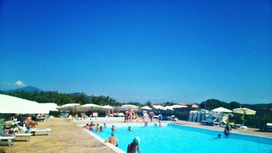 Agriturismo agriturismo immerso nel verde con camere e for Conca verde piscine