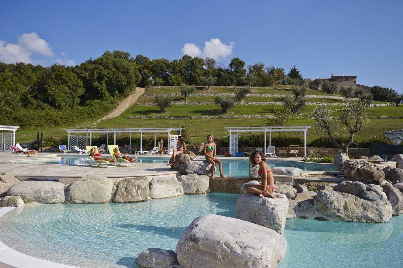 Agriturismo agriturismo con piscina panoramica e jacuzzi - Camping toscana con piscina ...