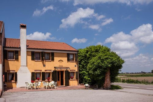 Stays in elegant rooms of the Venetian countryside - Vescovana