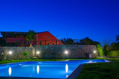 Rustic style rooms in villa with swimming pool - Modica