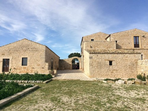 Nature, relaxation and culture in an ancient Sicilian masseria - Modica