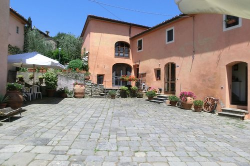 Farmhouse just steps from Pistoia with beautiful views - Pistoia