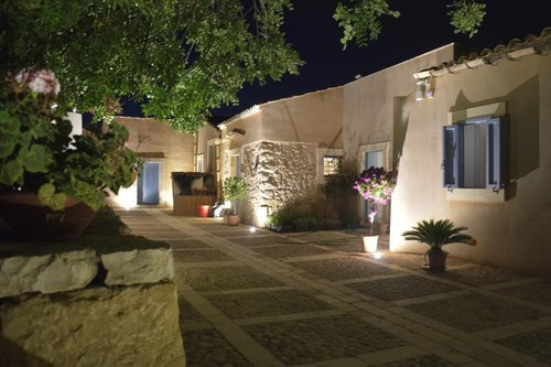 Authentic Farmhouse in Noto between olive trees and centuries-old carob trees - Noto