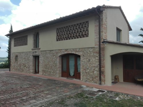 Newly renovated barn surrounded by green vineyards - Montespertoli