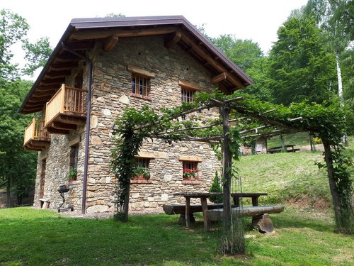 Farmhouse for nature holidays with accommodation in a mountain hut - Sagliano Micca