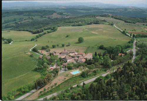 Farm in a medieval village in the hills of San Gimignano - San Gimignano