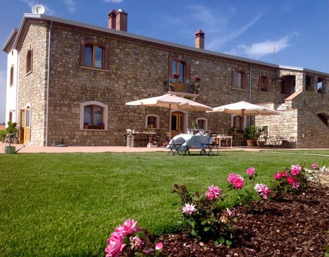 Stone farmhouse with large garden - Pietrelcina