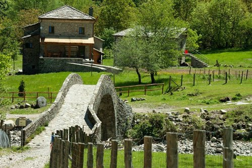 Ancient mill in the hills of Tuscany with typical cuisine - Zeri