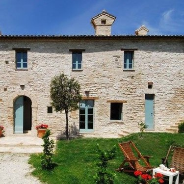 Renovated farmhouse with swimming pool and large garden - Cagli