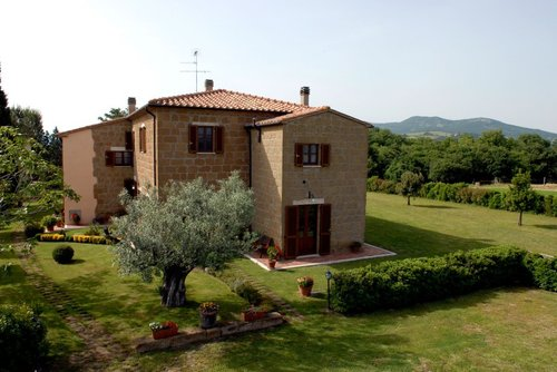 Old farmhouse in the open countryside with large garden - Sorano